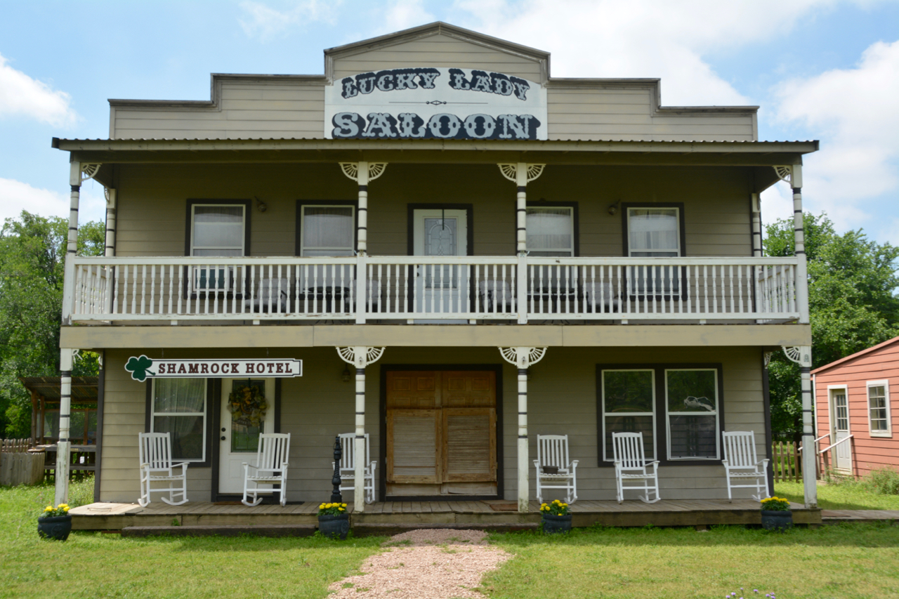 1. Saloon/Hotel