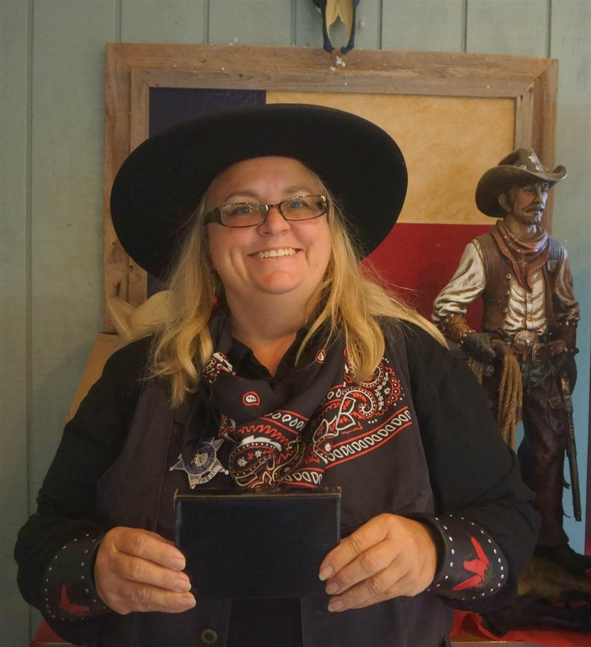 _Classic Cowgirl - Hot Tamale